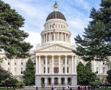 1200px-Sacramento,-California—State-Capitol_(cropped) (1)