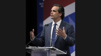 la-me-0426-senate-debate-photos-011